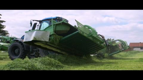Zestaw kosiarek dyskowych GigaCUT 941STH // Set of disc mowers GigaCUT 941STH with Valtra tractor