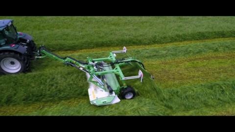 Kosiarka dyskowa KDC 301 WT od SaMASZ // SaMASZ disc mower KDC 301 WT working with VALTRA tractor