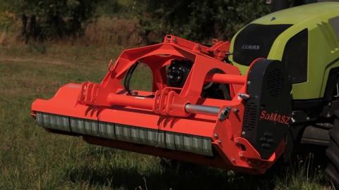 Kosiarka bijakowa SaMASZ GRINO 200 z ciągnikiem CLAAS // Flail mower SaMASZ GRINO 200 with CLAAS