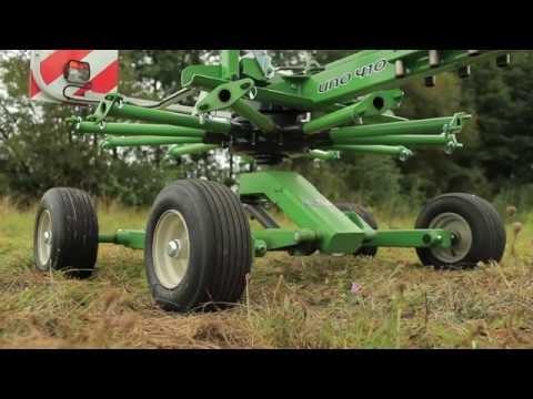 Zgrabiarka SaMASZ-UNO 410 z ciągnikiem KUBOTA/Single-rotor rake UNO 410 working with KUBOTA tractor