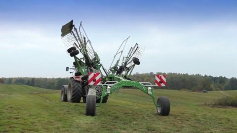 Zgrabiarka SaMASZ Tango 730 z ciągnikiem CASE IH //SaMASZ Tango 730 rotary rakes with CASE IH